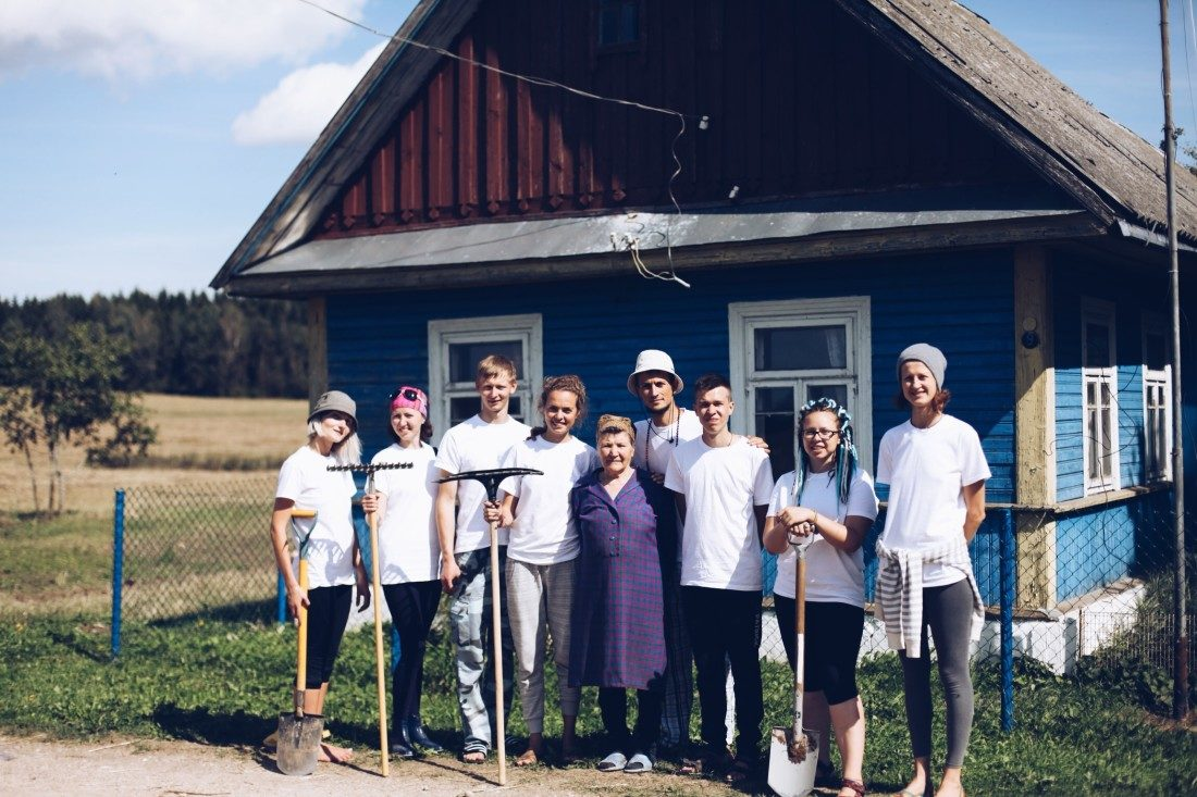 Красим дом Евгении Казимировны Волонтерство в Беларуси