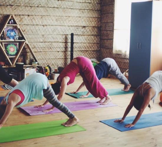 йога-практика в Шанти Доме